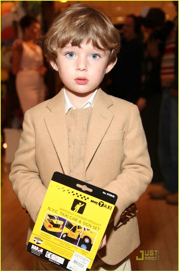 Từ khi còn nhỏ, Barron đã khiến nhiều cư dân mạng phải phát sốt vì vẻ xinh trai, đáng yêu khó cưỡng của mình.