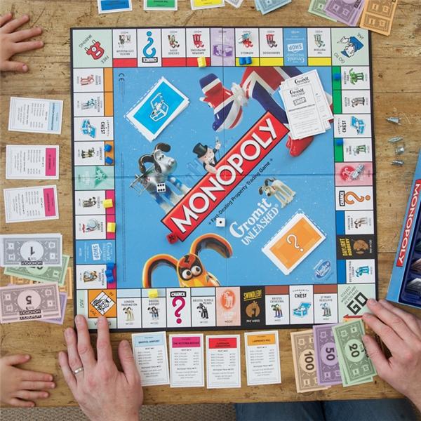 Cờ tỷ phú: Một người phụ nữ có tên Elizabeth Magie đã tạo ra trò chơi The Landlord's Game để cho người chơi hiểu về những vấn đề xoay quanh việc sở hữu và đóng thuế đất đai. Bà được nhận bằng sáng chế vào năm 1904 và bán trò chơi này vào năm 1906. Gần 30 năm sau, một người đàn ông có tên Charles Darrow thiết kế lại trò chơi và bán nó ra với tên gọi Monopoly, ở Việt Nam thường gọi là trò chơi Cờ tỷ phú.