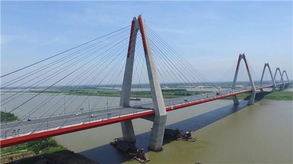 Cầu Nhật Tânnằm trong tổng số 7 cầu bắc quasông HồngđoạnHà Nội, nốiquận Tây Hồvớihuyện Đông Anh. (Ảnh: Internet)