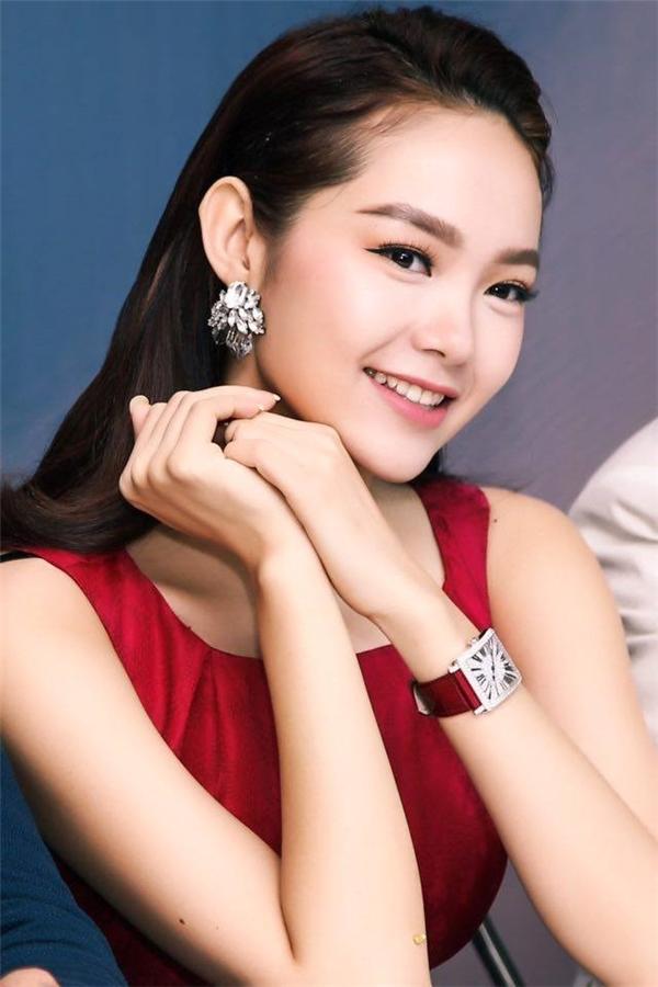 Minh Hằng cũng sở hữu chiếc đồng hồ hàng hiệu có giá khoảng 1,4 tỷ đồng.