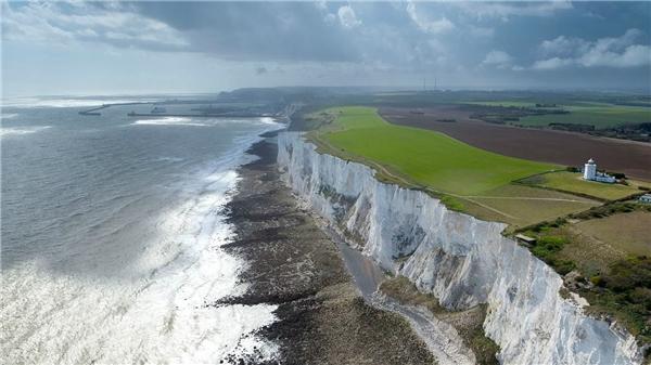 Biểu tượng và địa danh du lịch nổi tiếng của Anh Quốc -White Cliffs of Dover.