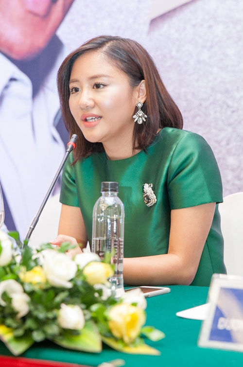Văn Mai Hương cũng từng bị nghi vấn bơm môi sau khi tái xuất hơn nửa năm lui về hậu trường. Thời điểm đó, gương mặt của nữ ca sĩ cũng trở nên thon gọn, góc cạnh hơn trước.