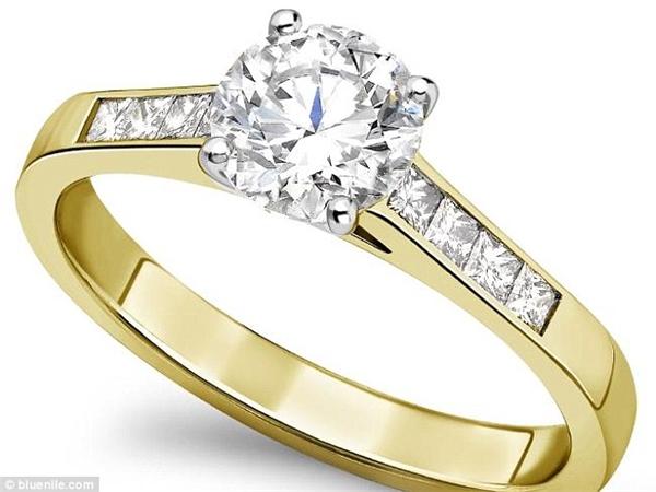 Đây là chiếc nhẫn kim cương giống như chiếc mà Nicholas đã đặt hàng lúc đầu.(Ảnh: Daily Mail)