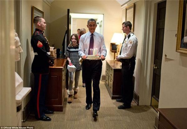 Tổ chức sinh nhật cho Phó Cố vấn An ninh Quốc gia Denis McDonough cùng con gái của Denis.