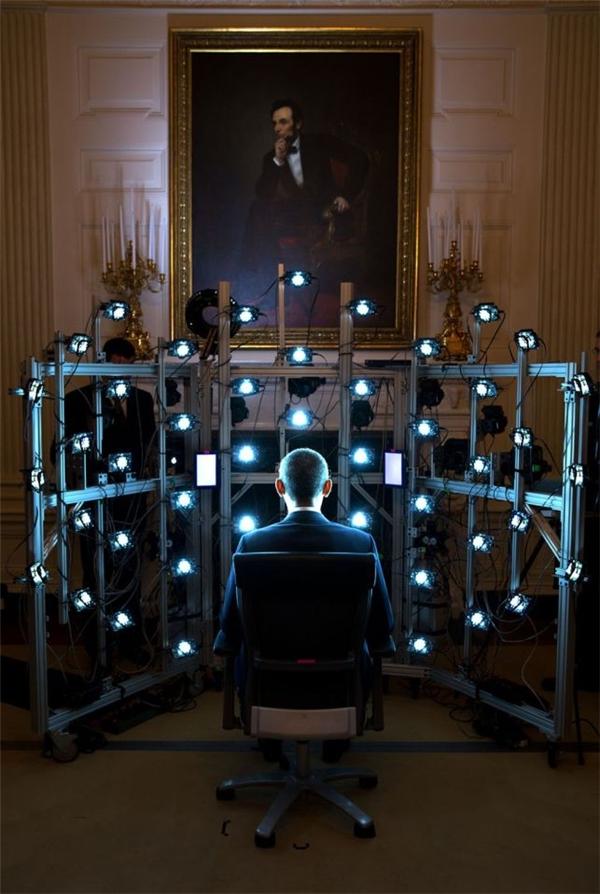 Obama ngồi im để chụp ảnh chân dung 3D tại Bảo tàng Smithsonian.
