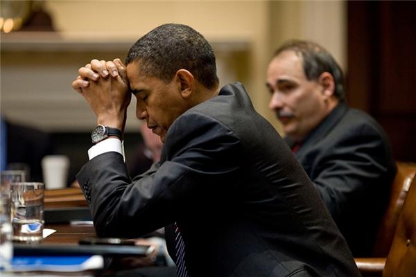 Ông chìm trong suy nghĩ tại một hội thảo biến đổi khí hậu được tổ chức ở Nhà Trắng.