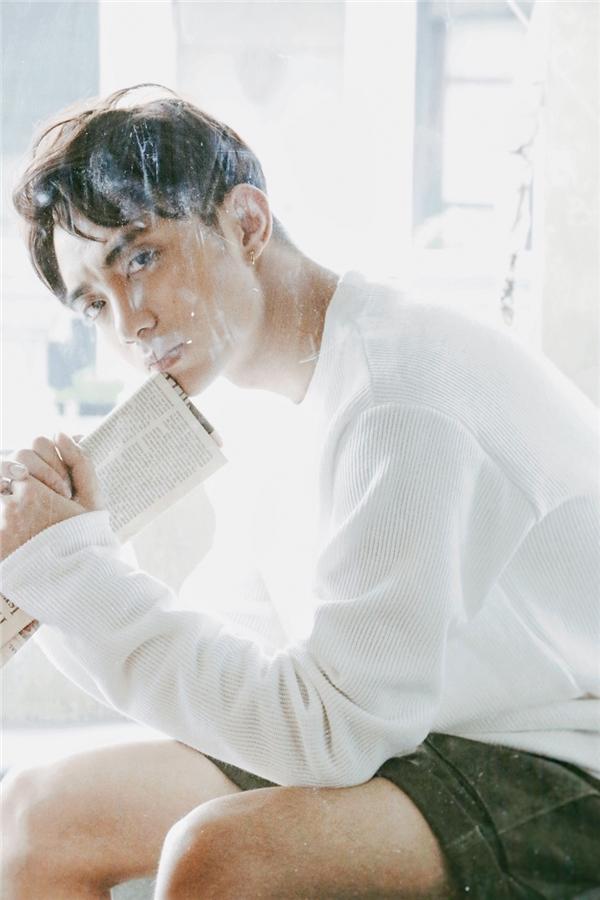 """Trong con đường ca hát, đây là lần đầu tiên Soobin Hoàng Sơn có được một bản hit lớn trong sự nghiệp. Nam ca sĩ chia sẻ qua gần 1 năm theo đuổi công việc ca hát chuyên nghiệp kể từ sau The Remix, anh mới tin vào chữ """"duyên"""". - Tin sao Viet - Tin tuc sao Viet - Scandal sao Viet - Tin tuc cua Sao - Tin cua Sao"""