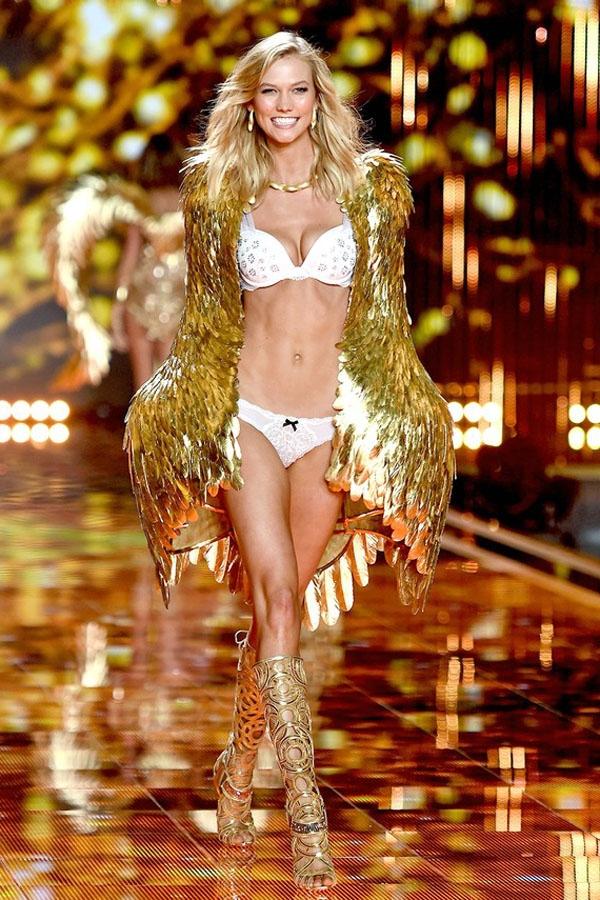 Karlie Kloss trở thành thiên thần từ năm 2013 nhưng đến đầu năm 2016 cô đã chấm dứt hợp đồng với Victoria's Secret và từ bỏ cánh thiên thần. Tuy nhiên, trong sự kiện sắp tới của Victoria's Secret Fashion Show cô sẽ tiếp tục góp mặt.