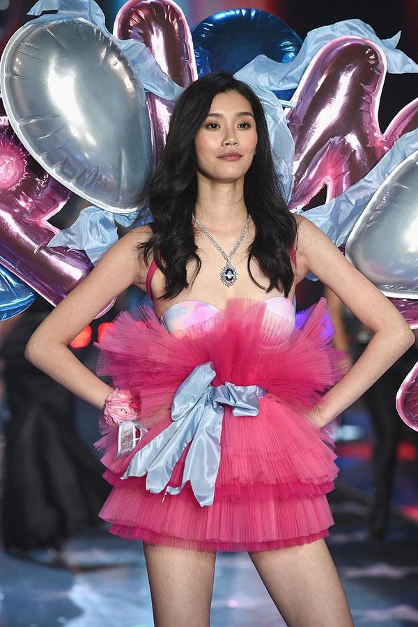 Chân dài Ming Xi đã góp mặt trong 3 kỳ Victoria's Secret Fashion Show và sắp tới sẽ là show thứ 4 của cô.