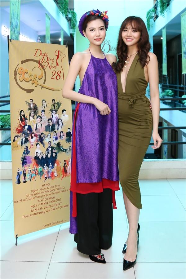 Bên cạnh đó, các hoa hậu, người mẫu đình đám bậc nhất Việt Nam hiện nay cũng sẽ xuất hiện trình diễn trong bộ sưu tập áo dài xuân hoàn toàn mới của nhà thiết kế Quỳnh Paris và Tuấn Hải.