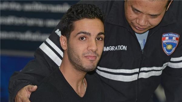 Hamza bị các cơ quan an ninh Mỹ bắt được trong một lần đi du lịch với gia đình.