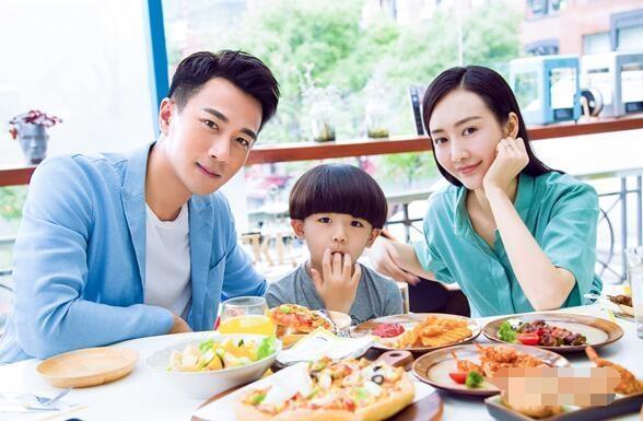 Lưu Khải Uy và bạn diễn Vương Âu đã nảy sinh tình cảm với nhautrong khoảng thời gian quay phim Cha mẹ cuối tuần.