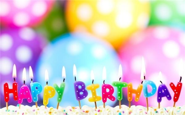 Trong ngày sinh nhật, bạn sẽ được cầu nguyện và thổi những cây nến đang cháy sáng trên chiếc bánh sinh nhật. (Ảnh: Internet)