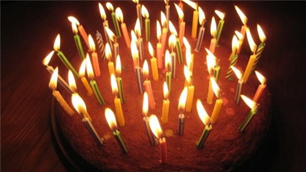Những ngọn nến được thắp sáng luôn chứa đựng sức mạnh thần bí và khi chúng được thổi tắt thì mọi ước nguyện sẽ trở thành hiện thực. (Ảnh: Internet)