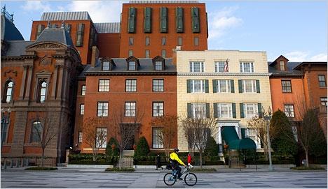 Tòa nhà Blair House dùng làm nơi ở chính thức dành cho khách của tổng thống.