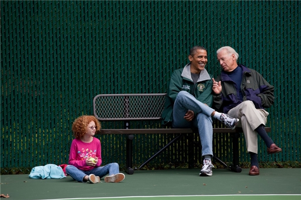 Tổng thống Obama và Phó tổng thống Joe Biden theo dõi trận đấu tenis tại trang trại David vào tháng 10/2010.