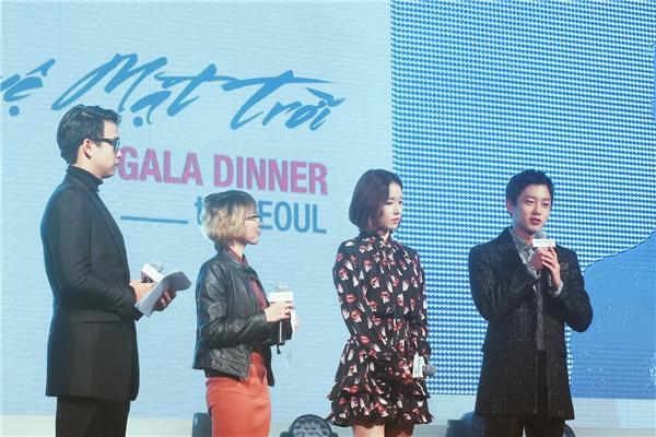 Phần giao lưu của cặp đôi diễn viên Hậu Duệ Mặt Trời- Park Hwan Hee & Kim Min Seok thu hút sự quan tâm của nhiều khán giả. Hai diễn viên đã chia sẻ về những kỉ niệm và câu chuyện thú vị trong thời gian bấm máy bộ phim ăn khách này. - Tin sao Viet - Tin tuc sao Viet - Scandal sao Viet - Tin tuc cua Sao - Tin cua Sao