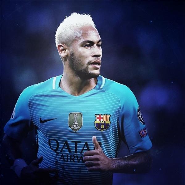 6. Neymar: Ngôi sao người Brazil vừa trải qua một mùa giải đại thắng khi cùng Barcelona chinh phục cú đúp ở giải quốc nội gồm Copa Del Rey và La Liga. Không chỉ dừng ở đó, với vai trò của một người đội trưởng, Neymar đã dẫn dắt tuyển Brazil giành tấm huy chương vàng bóng đá nam Olympic đầu tiên trong lịch sử.