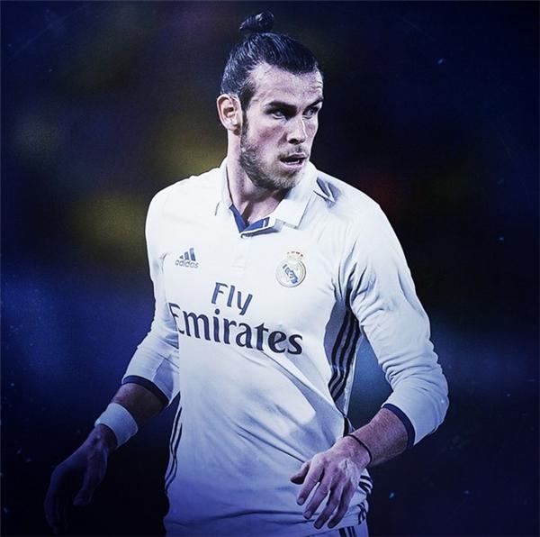 """5. Gareth Bale: Siêu sao người xứ Wales là nhân tố quan trọng giúp Real Madrid hoàn thành giấc mơ """"Undecima"""" và đưa đội tuyển quê hương gây sốc với thành tích lọt vào bán kết Euro ở ngay lần đầu tham dự."""