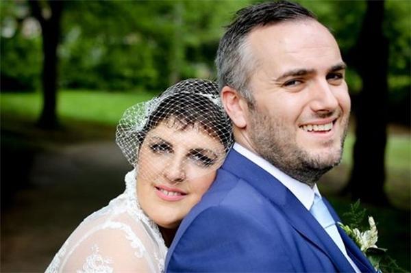 Một đám cưới hạnh phúc là cái kết viên mãn dành cho Dawn và Stephen.