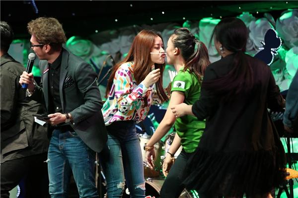 Chi Pu bị fan hành tơi tả, Quang Vinh thể hiện loạt hit đình đám - Tin sao Viet - Tin tuc sao Viet - Scandal sao Viet - Tin tuc cua Sao - Tin cua Sao