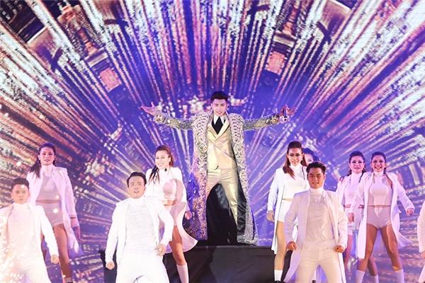Gu thời trang cực chất của Noo Phước Thịnh trong đêm liveshow