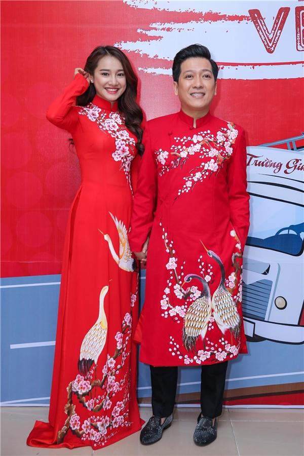 Cặp đôi diện áo dài đôi và luôn nở nụ cười rạng rỡ trước giờ diễn ra liveshow. - Tin sao Viet - Tin tuc sao Viet - Scandal sao Viet - Tin tuc cua Sao - Tin cua Sao