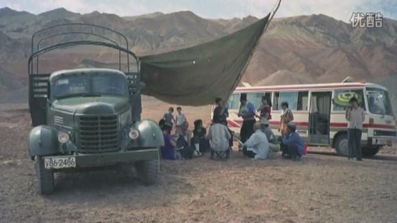 Đa số các cảnh quay xa, ê-kíp đều sống cảnh nghỉ ngơi ngoài trời, dựng tấm bạt phủ che nắng che mưa.