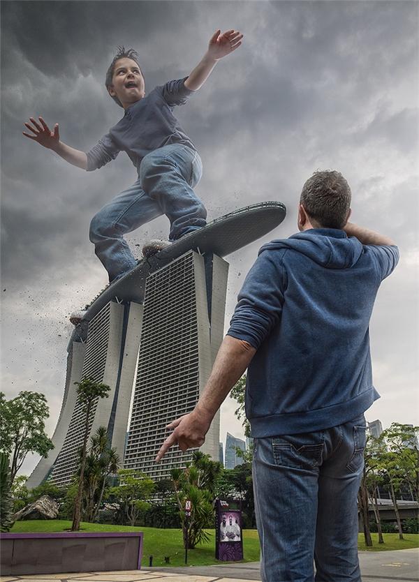 """Mỗi bức ảnh của 2 bố con đều mang đậm nét hài hước, tinh nghịch của một cậu con trai nhỏ tuổi và một ông bố hết sức """"cool ngầu""""."""