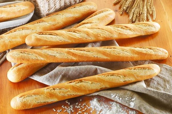 Bánh mì là món ăn yêu thích của nhiều người nhưng lại nghèo chất dinh dưỡng. (Ảnh: Internet)