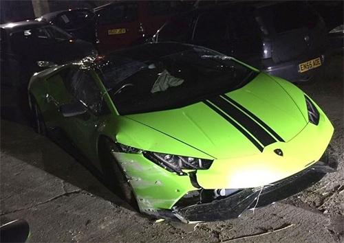 Chiếc xe nằm lại tại một bãi phế liệu sau vụ tai nạn. (Ảnh: internet)