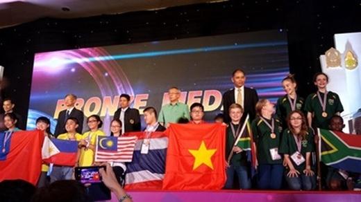 Năm 2015, tuyển toán Việt Nam cũng được đánh giá cao dù tham gia lần đầu với 31/32 học sinh đoạt huy chương.