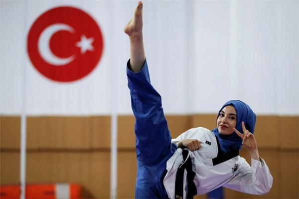 Kubra Dagli đáng yêu khi luyện tập.