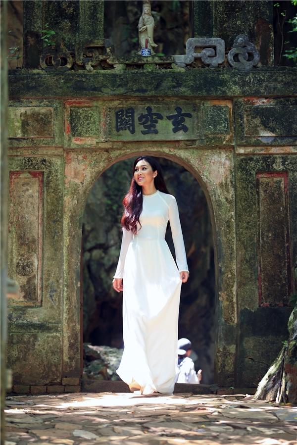 Vừa qua, ban tổ chức cuộc thi Hoa hậu Thế giới cũng chính thức đăng tải video clip giới thiệu của các thí sinh. Sau khi công bố, phần giới thiệu của Việt Nam đã nhận được rất nhiều phản hồi tích cực từ người hâm mộ sắc đẹp, đặc biệt, phần tiếng Anh của Diệu Ngọc được khen ngợi và giúp công chúng rất yên tâm.