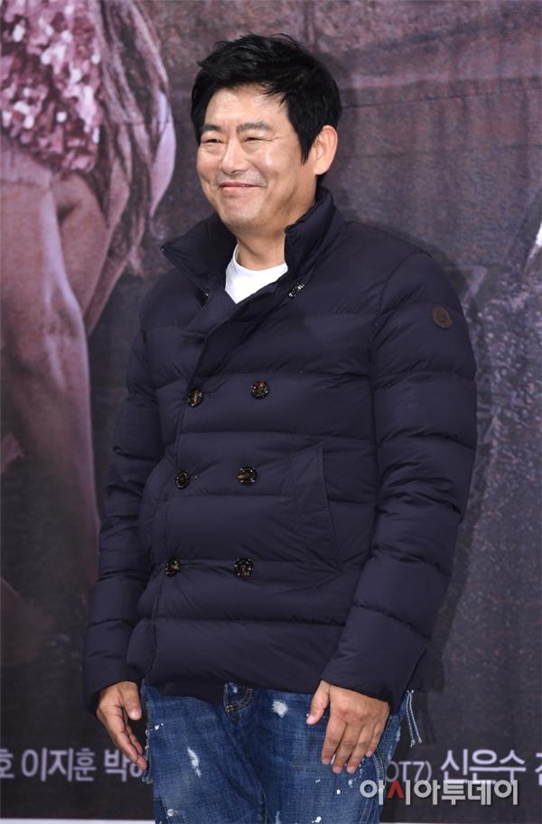 Nam diễn viên kì cựu Sung Dong Il