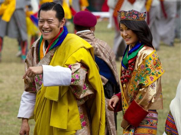 Nhà vua Bhutan hạnh phúc bên Hoàng hậuBhutan Jetsun Pem.