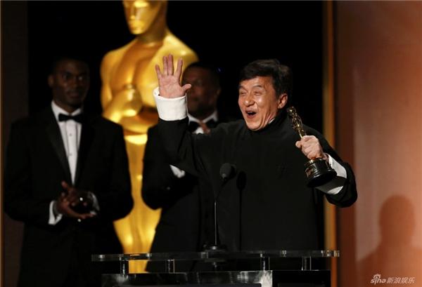 Thành Longvinh dự trở thành người Trung Quốc đầu tiên nhận được giải Oscarthành tựu trọn đời.