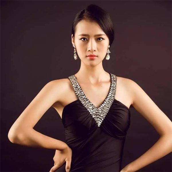 Trung Quốc: Jing KONG, 1m80, 21 tuổi, sinh viên