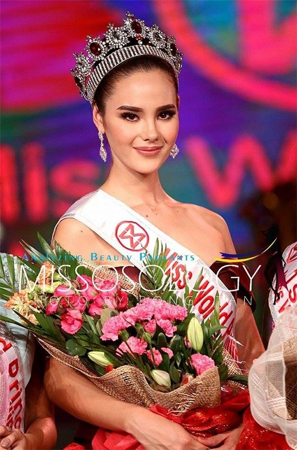 Philippines: Catriona Elisa GRAY, 1m80, 22 tuổi, người mẫu, ca sĩ