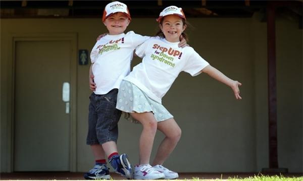 Wil và Lily cùng diện đồ đôi.