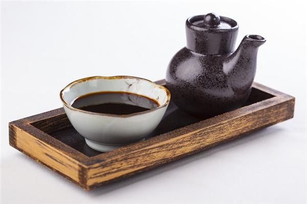 Teriyaki vừa là tên một loại nước sốt vừa là một phương pháp chế biến của ẩm thực Nhật Bản. Theo đó thức ăn được hun hoặc nướng trong khi được phết nước sốt với thành phần chủ yếu là xì dầu, rượu gạo mirin và đường.