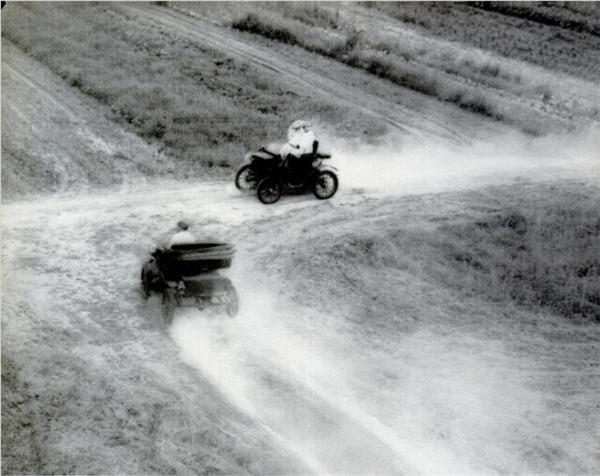 Năm 1895, bang Ohio đã chứng kiến cảnh hai chiếc xe hơi đâm sầm vào nhau. Sự hi hữu của tai nạn này nằm ở chỗ: đó chính là hai chiếc ô tô duy nhất của toàn bang Ohio vào thời điểm trên! Tiếc thay, những ghi chép chính thức về các tai nạn ô tô vào lúc đó vẫn còn rất hiếm hoi, và giới khoa học ngày nay khó có thể tìm được bằng chứng xác thực nào cho sự kiện ấy.