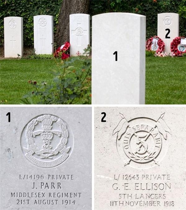 Ảnh chụp mộ phần của hai người lính Anh hi sinh đầu tiên và cuối cùng trong Thế chiến thứ nhất. Tại nghĩa trang, mộ phần của họ nằm đối diện quay mặt vào nhau với khoảng cách 6 mét. Sự bố trí này là ngẫu nhiên, hoàn toàn không phải do tính toán có chủ ý.