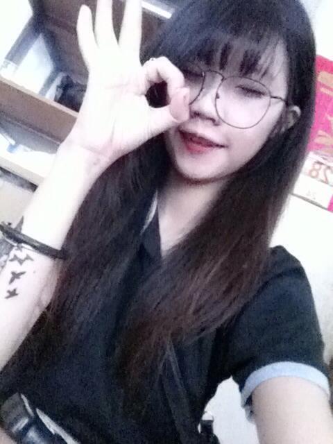 Trong khoảng thời gian hẹn hò với Quang, côvẫn dành tình cảmvà lén lút hẹn hò với một chàng trai khác tênLong.