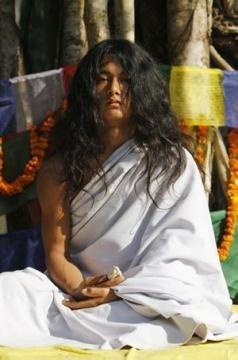Ram Bahadur Bomjonđược gọi là cậu bé Phật.