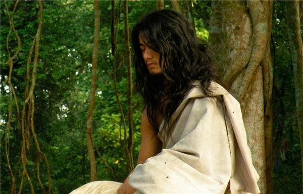 Ram Bahadur Bomjonđang ngồi thiền định dưới gốc cây.