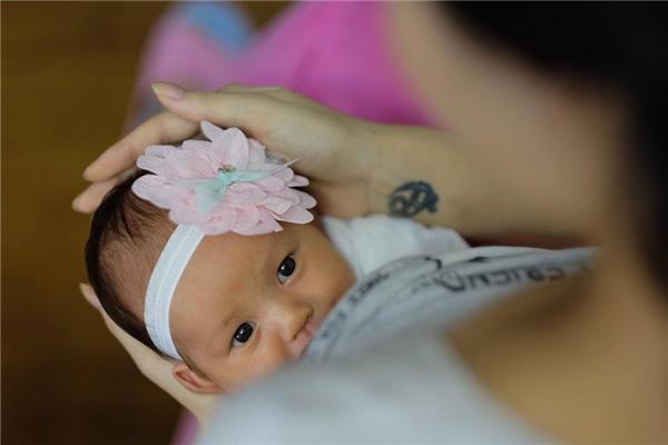 Kể từ ngày sinh con cho đến thời điểm hiện tại, hình ảnh củaCherryluôn được người đẹp chia sẻ lên trang cá nhân. - Tin sao Viet - Tin tuc sao Viet - Scandal sao Viet - Tin tuc cua Sao - Tin cua Sao