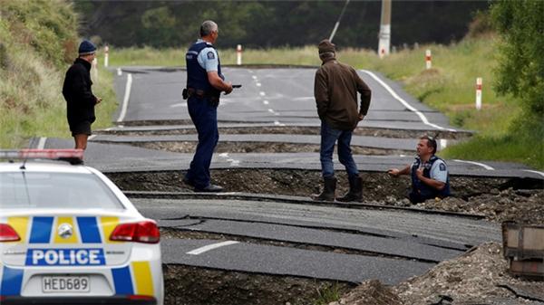 New Zealand thiệt hại nặng nề sau 2 trận động đất, sóng thần liên tiếp.