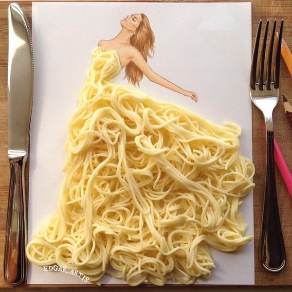 Những sợi mì trứng vàng óng được tạo hình thành chiếc váy xòe cầu kì.
