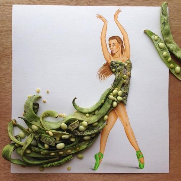 Sắc xanh của những quả đậu cùng màu trắng ngà của hạt tạo nên sự hòa hợp trên dáng váy xẻ, cúp ngực.